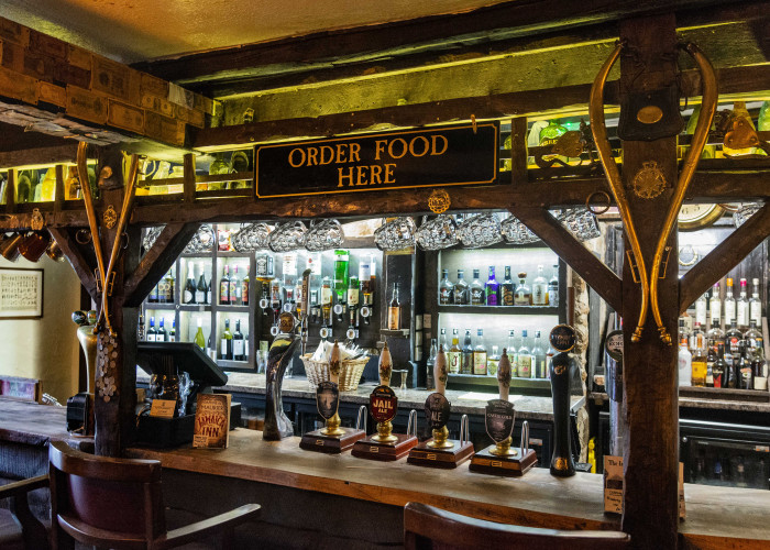 an der Bar des Jamaica Inn