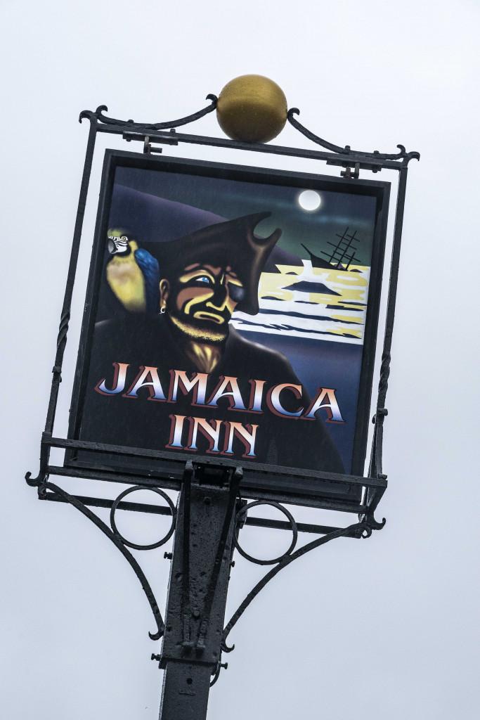 Kneipenschild vor dem Jamaica Inn