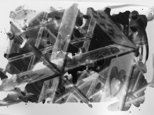 Manche Experimente gehen nur in der analogen Fotografie, z.B. Malen mit Entwickler.