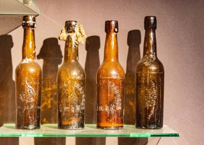 ausgegrabene Bierflaschen von Arbeitern in St. Antony Oberhausen
