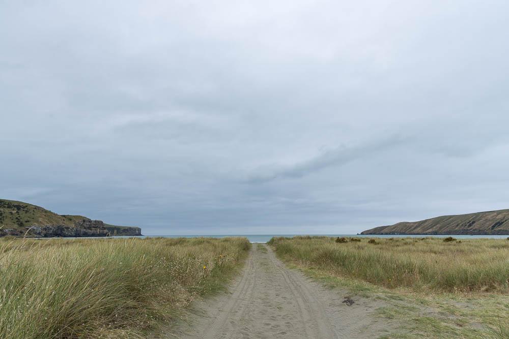 Okains Bay Weg zum Strand