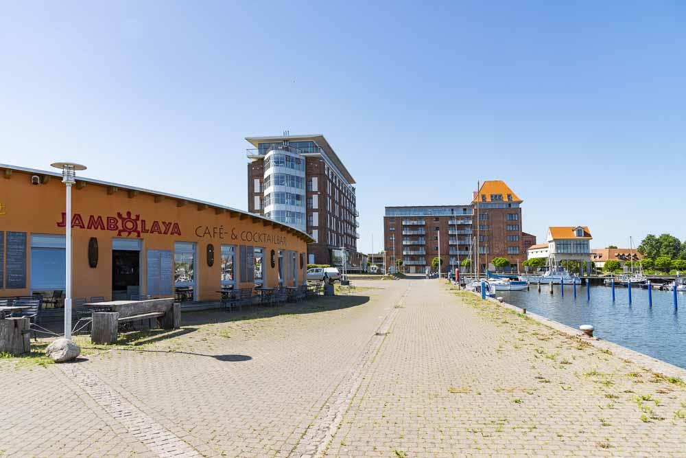 Blick auf das Speicherhotel im Hafen