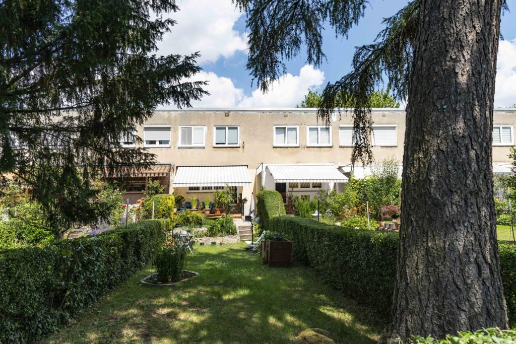 schmaler Garten in der Römerstadt
