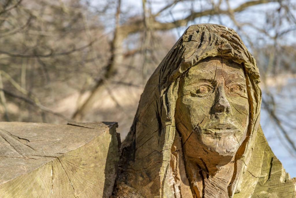 Frauenfigur am Dobbertiner See