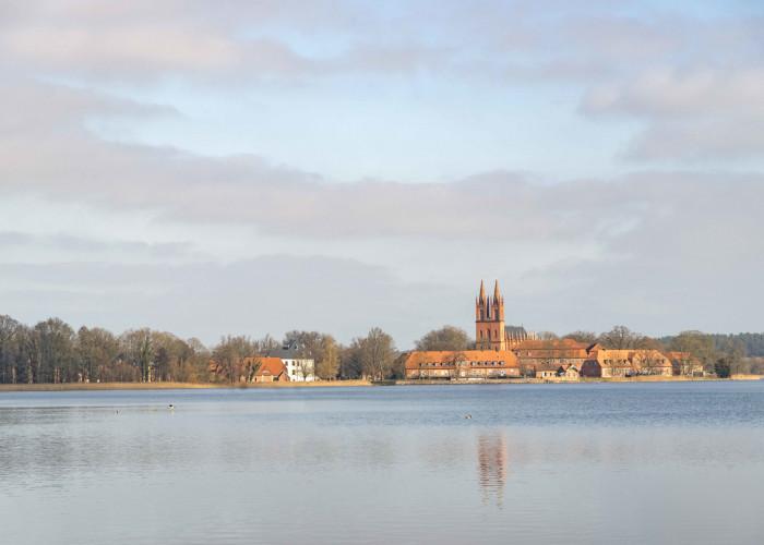 Dobbertiner See mit Kloster