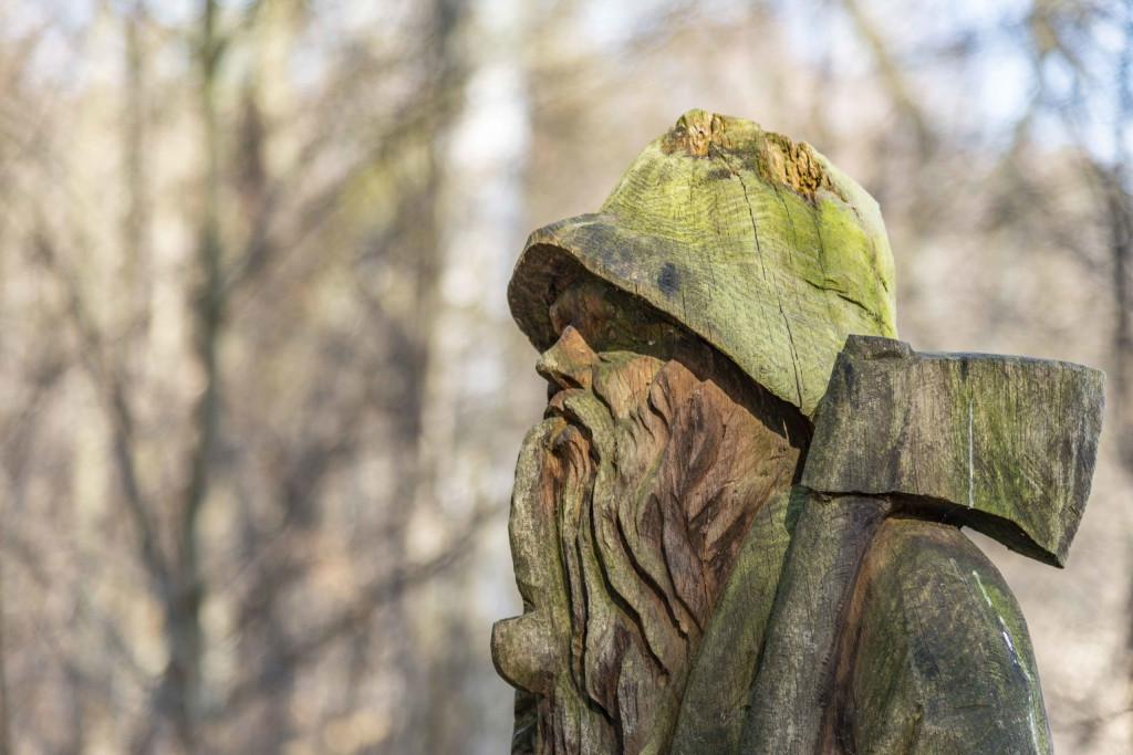 Waldarbeiter mit Beil