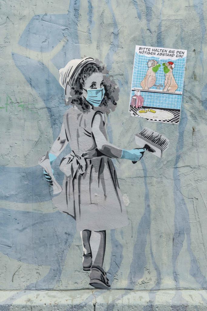Graffiti Mädchen mit Pinsel