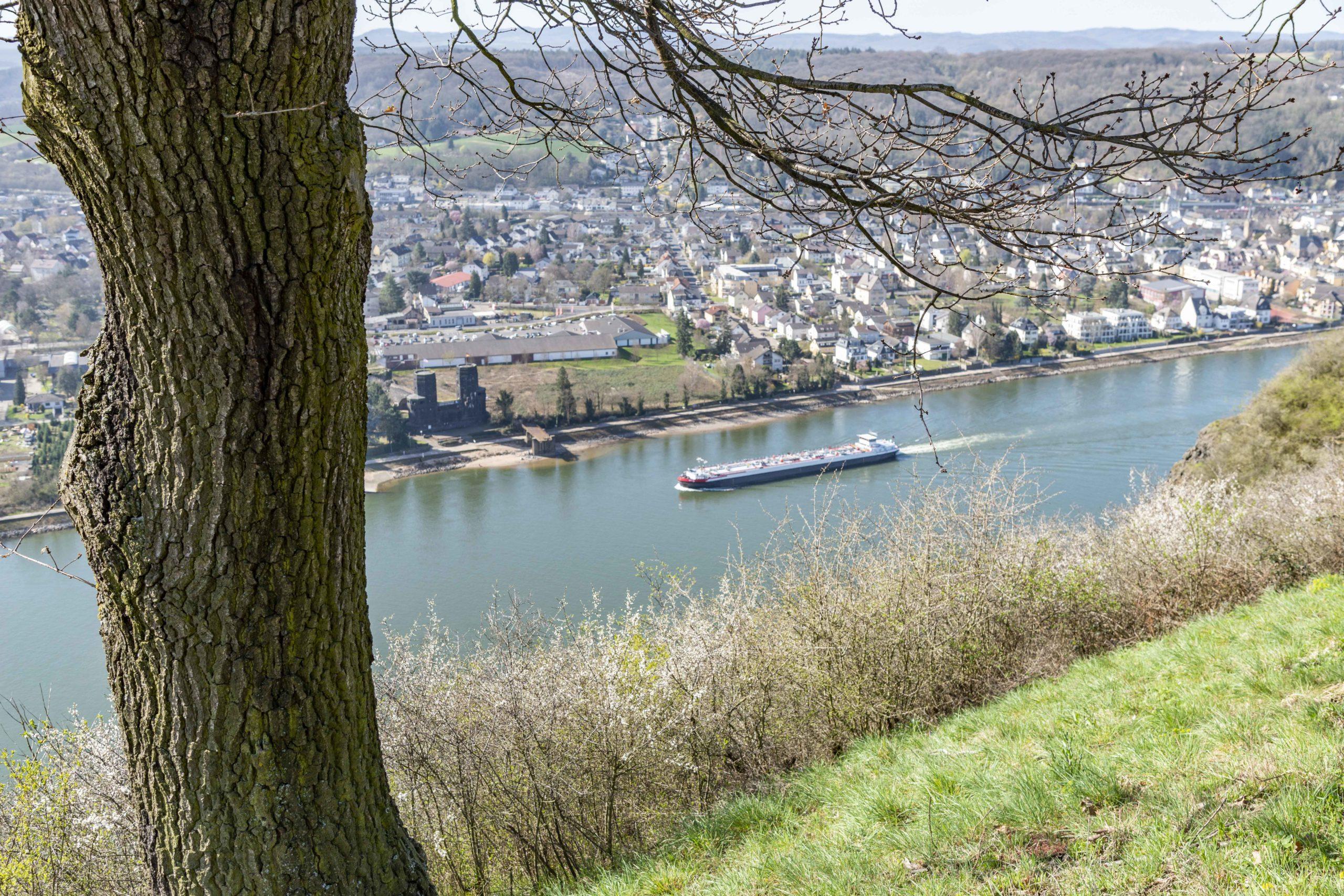 Blick auf die Reste der Brücke von Remagen