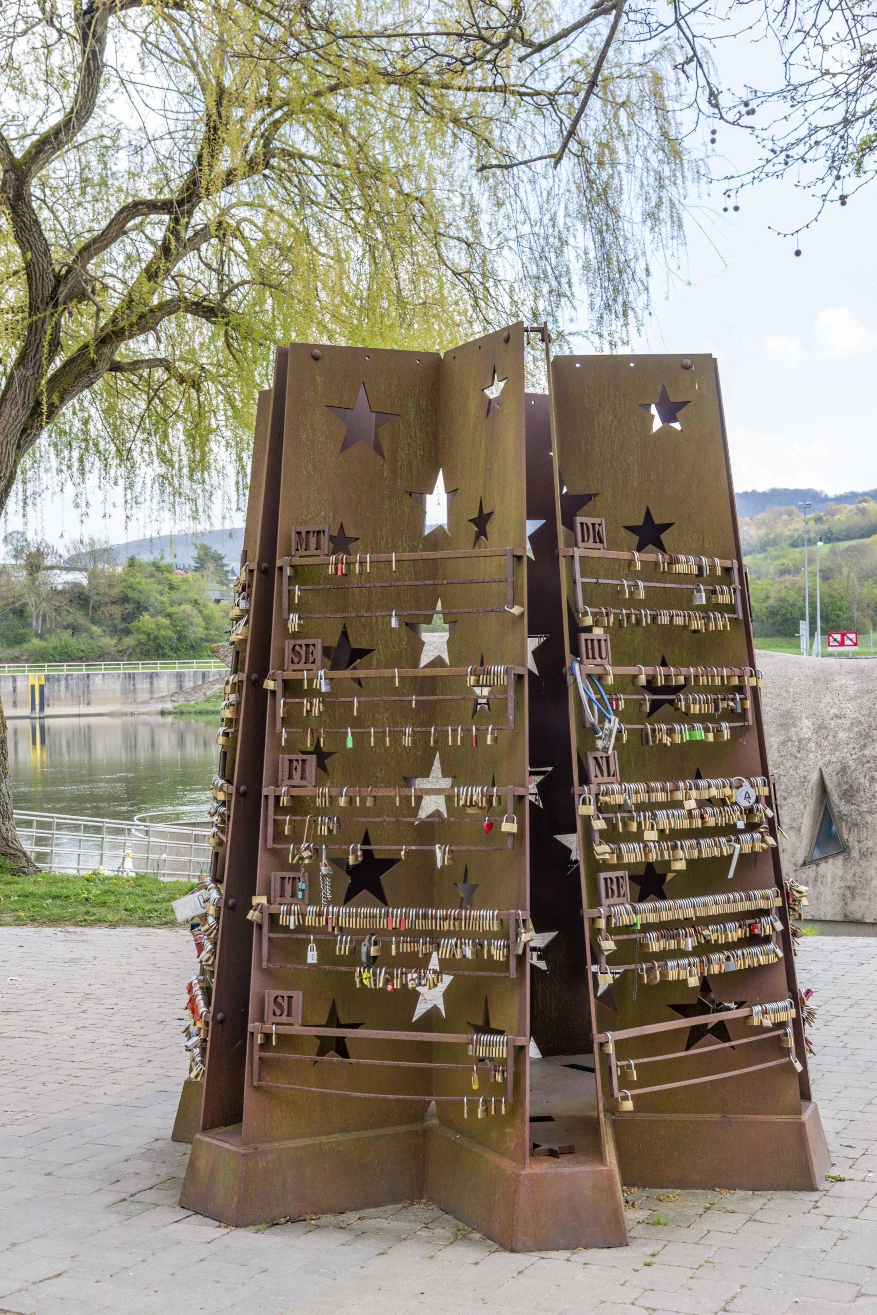 """Skulptur """"Ein Schloss für Schengen"""""""
