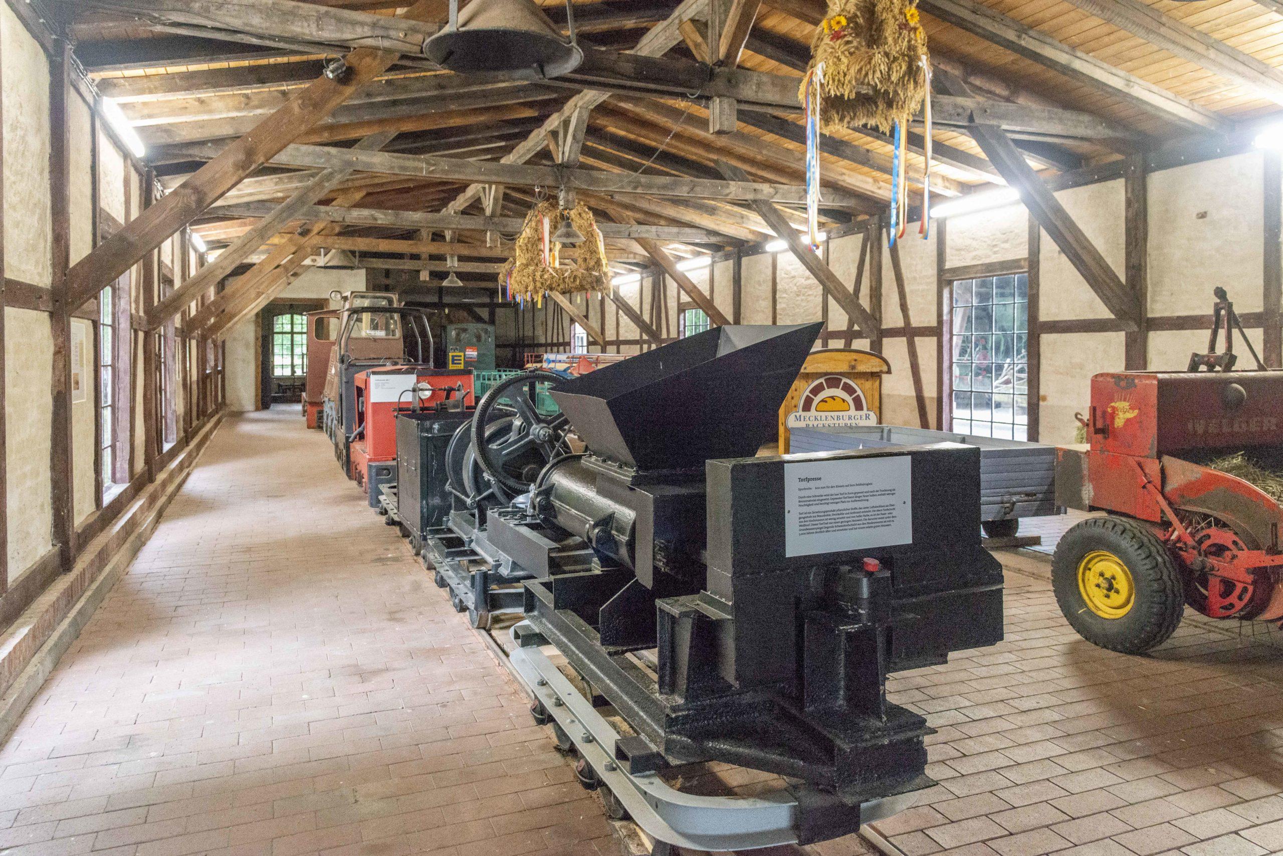 landwirtschaftliche Geräte im Agroneum Alt-Schwerin